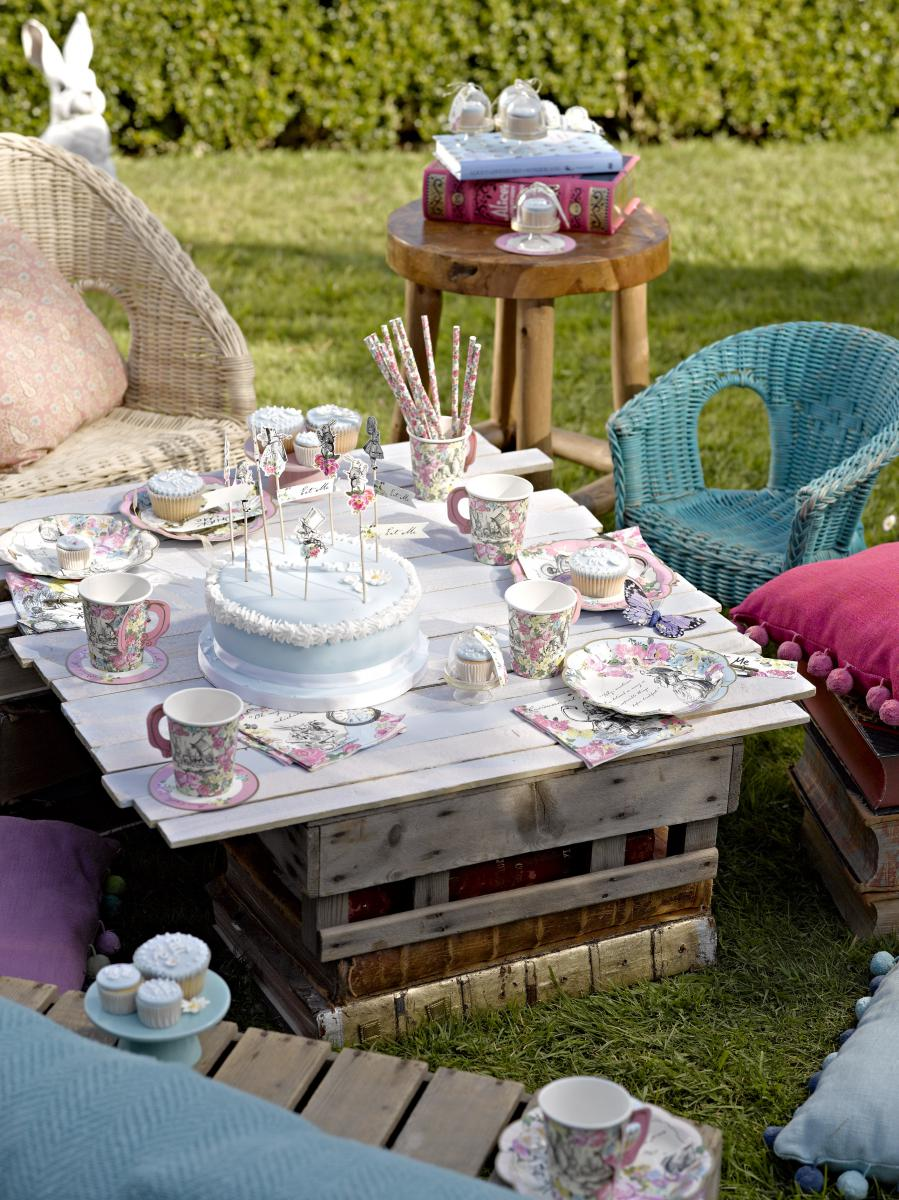 mit alice im wunderland eine zuckers e tea party feiern baby belly party blog. Black Bedroom Furniture Sets. Home Design Ideas