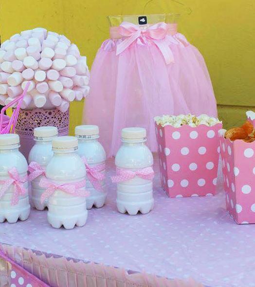 Attraktiv ... Milchfläschchen Mit Rosa Schleife, Marshmallow Strauß Und  Popcorn Becher Mit Punkten Sind Die