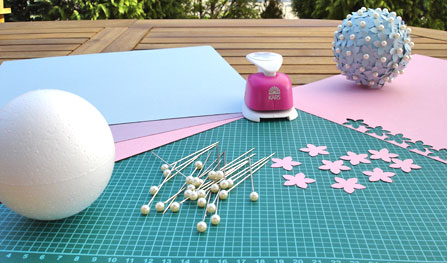 babyparty-deko zum selberbasteln: diy blumenkugel | baby belly party, Innenarchitektur ideen