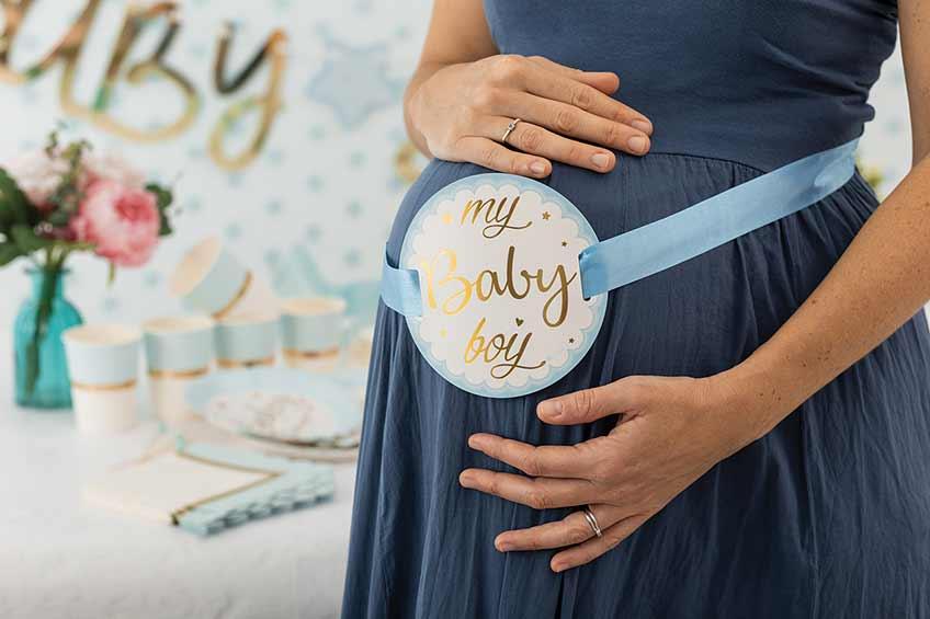 Zur Babyparty darf die Mama ihren Bauch gern schmücken