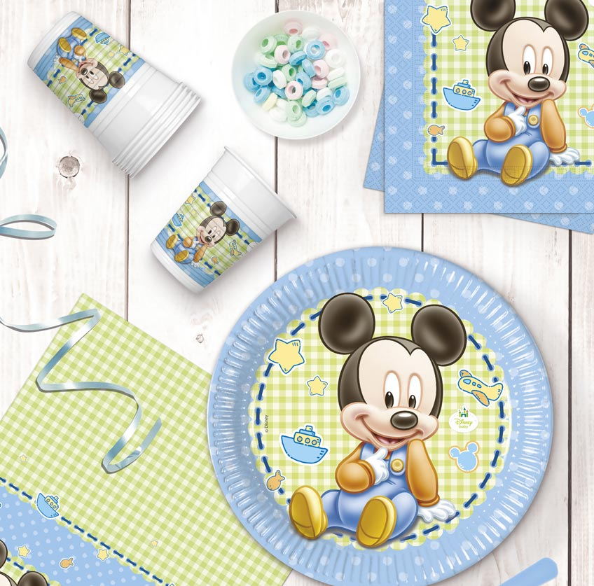 Baby Mickey und andere KIndheitshelden auf der Deko zum 1. Geburtstag
