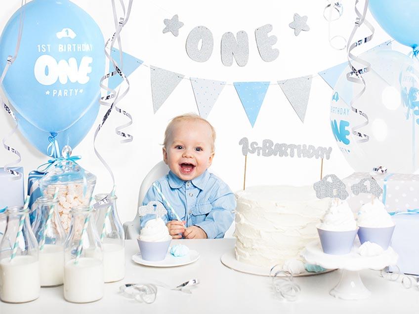 Klassische Deko in Blau zum 1. Geburtstag