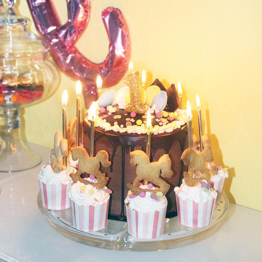 Geburtstagskuchen Mit Karussell Pferden Zum 1 Geburtstag Baby
