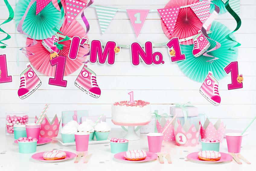 Pretty in Pink ist diese Deko für den 1. Geburtstag kleiner Mädchen
