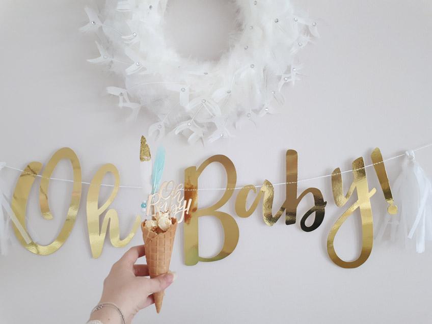 So Boho: Waffelhörnchen für die Babyparty, dekoriert mit goldenen Partypicks © lxoxndxoxn