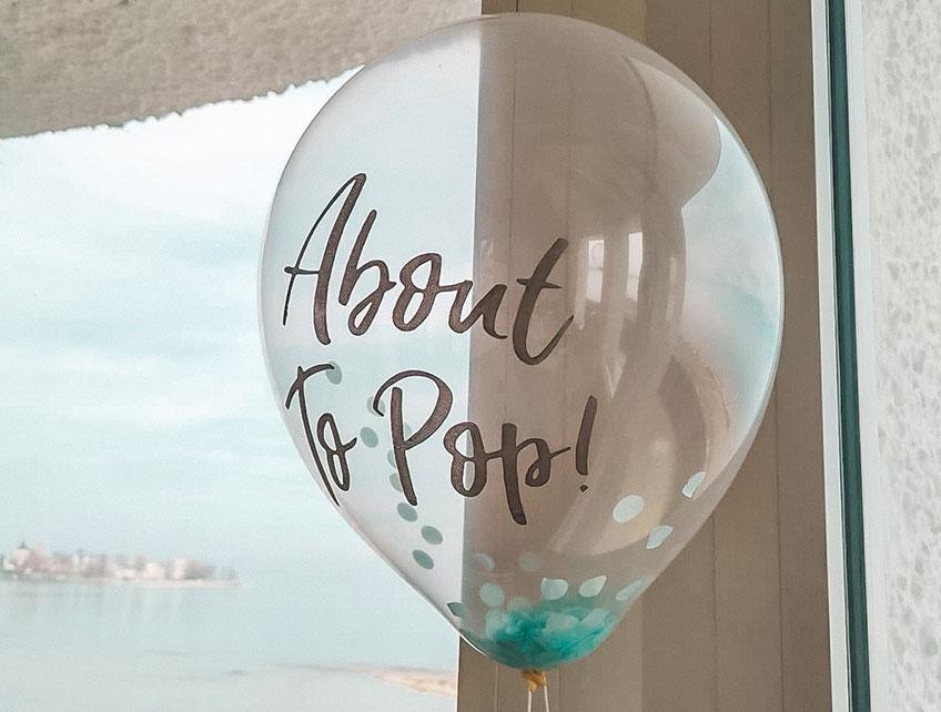 Es gibt Luftballons mit süßen Aufschriften und Motiven passend zur Babyparty (c) iris.merola