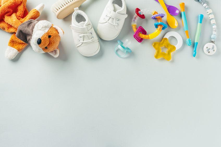 Binde nützliches Baby-Zubehör in deine Babyparty-Spiele mit ein(c) designed by Valeria Aksakova on Freepic