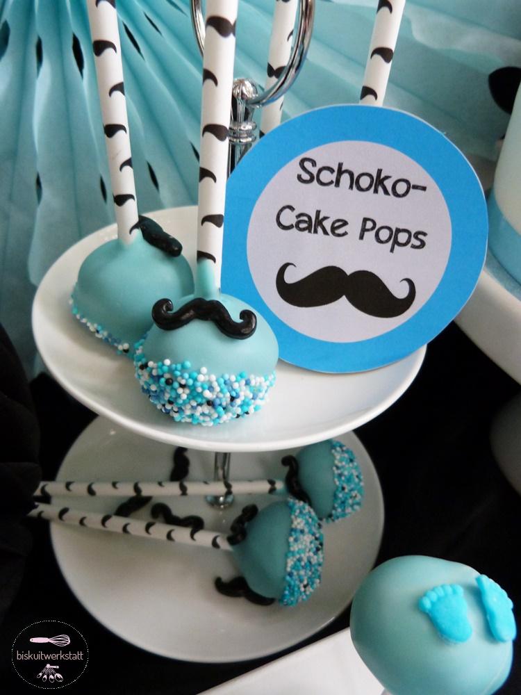 Pastellblaue Schoko Cake Pops im Gentlemen-Look sorgen für das perfekte Farb-Meer auf der Walfisch-Baby Shower (c) Mareike Winter - Biskuitwerkstatt