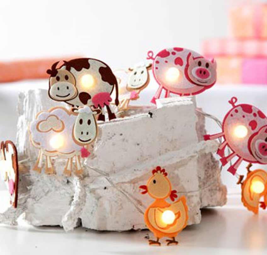Hingucker auf dem Partytisch & im Kinderzimmer: Lichterkette mit Bauernhoftieren für den 1. Geburtstag kleiner Entdecker