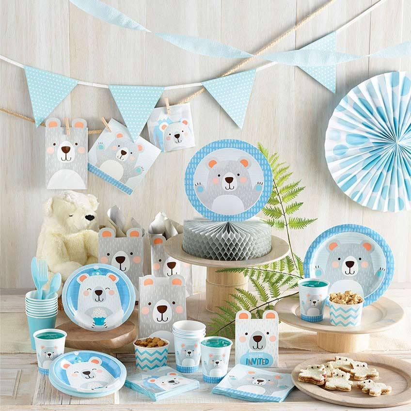 Klassische Blautöne und Bären-Motive für den 1. Geburtstag kleiner Jungs