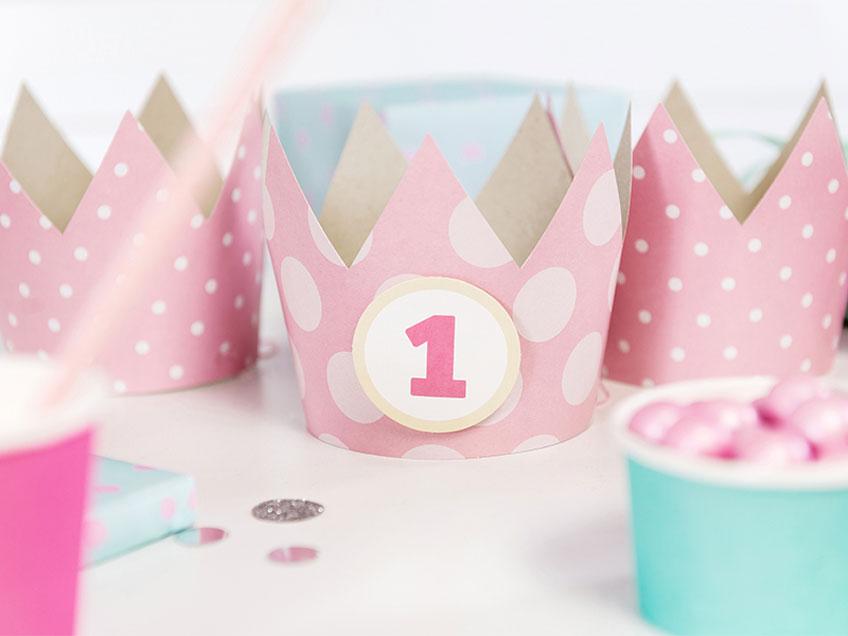 Zum 1. Geburtstag sind kleine Accessoires fürs Geburtstagskind schön