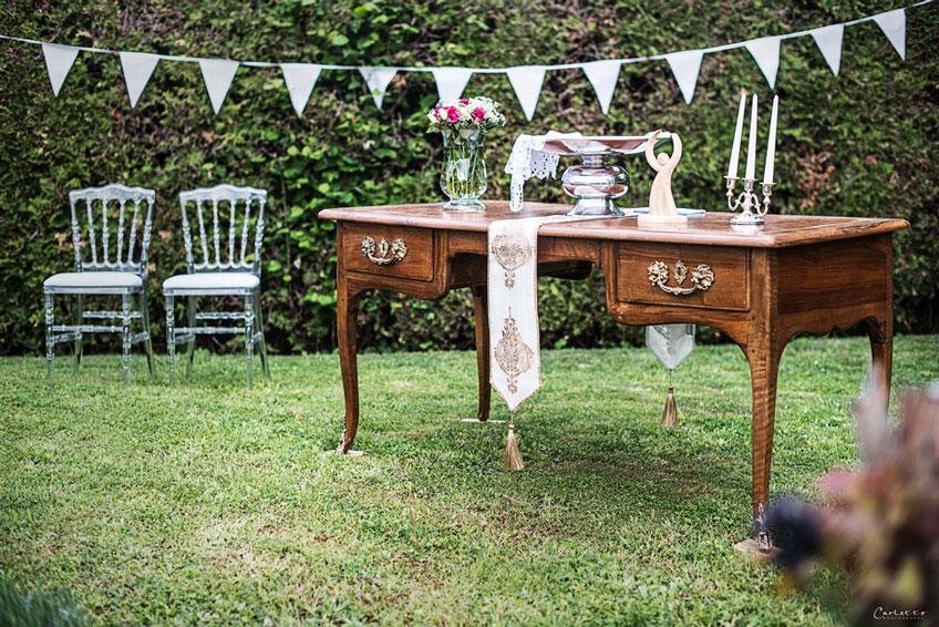Verwende alte Möbel als Deko zur Landhaus-Taufe