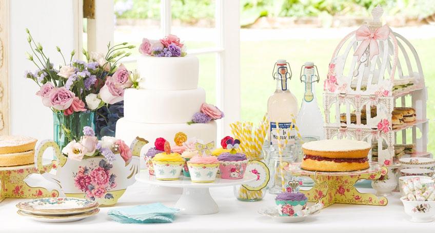 Mach zur Landhaus-Taufe einen Sweet Table in einladenden Farben