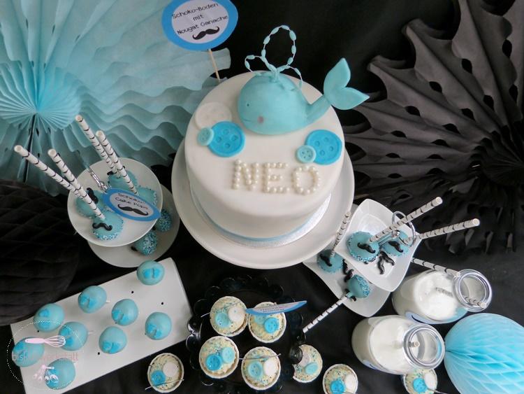 Walmotive, kleine Schnurrbärte und blaue Babyfüße für den Babyboy-Sweet-Table (c) Mareike Winter - Biskuitwerkstatt