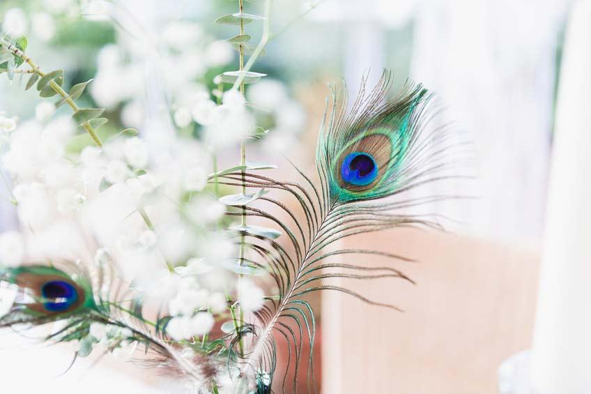 Boho & Federn gehören zusammen - und dekorieren wunderschön deine Babyparty © juliafashionblonde
