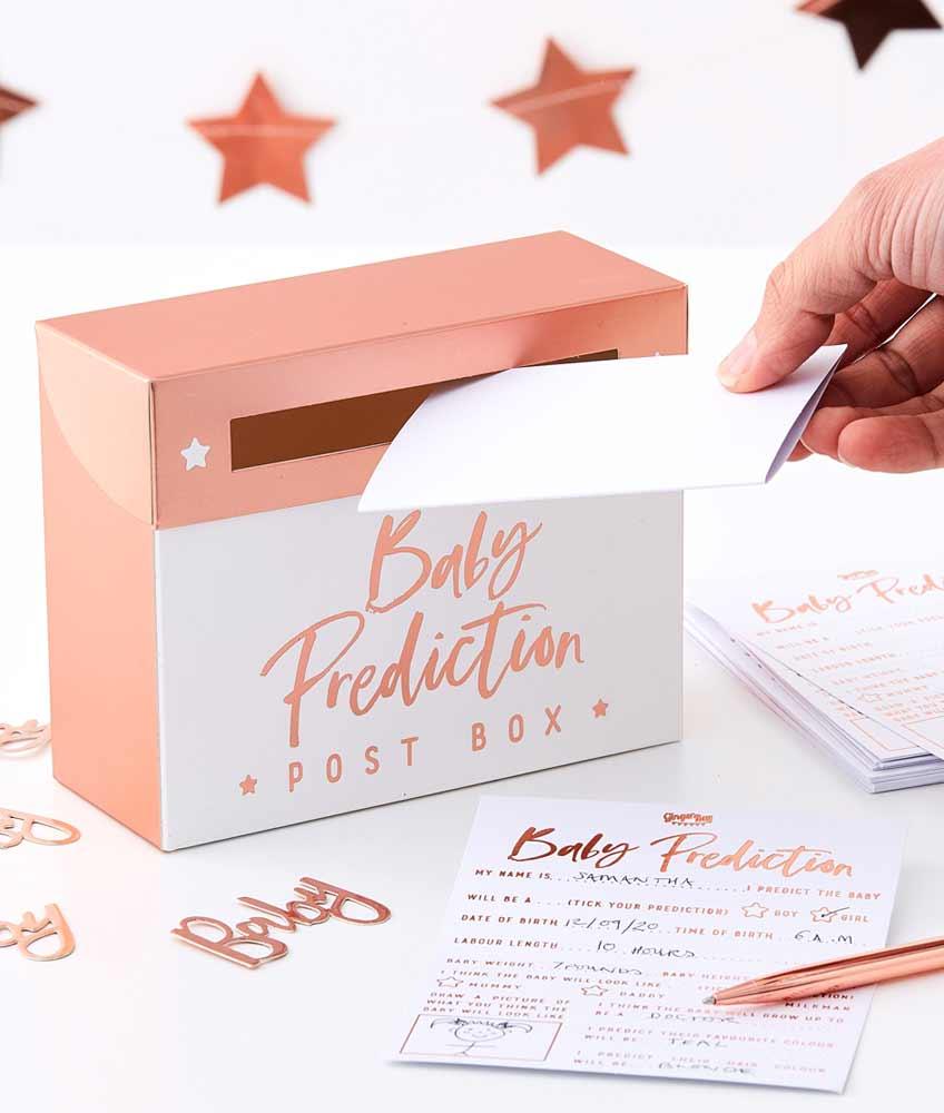 Die glanzvolle Box hat viel Platz für die Wettkarten deiner Babyparty-Gäste