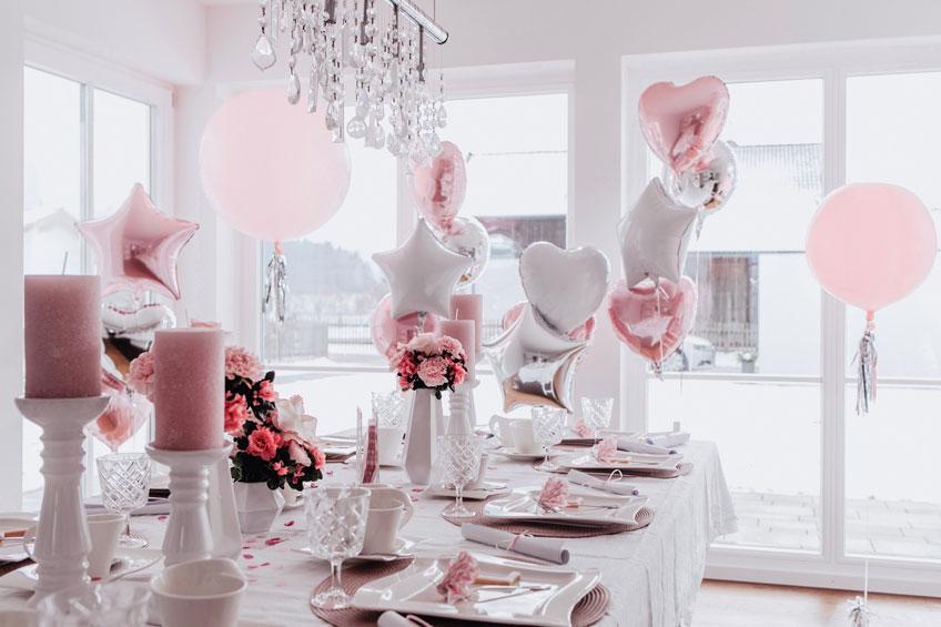 Schmücke Raum und Tisch zur Babyparty in Rosa & Weiß (c) Anna Fichtner Fotografie