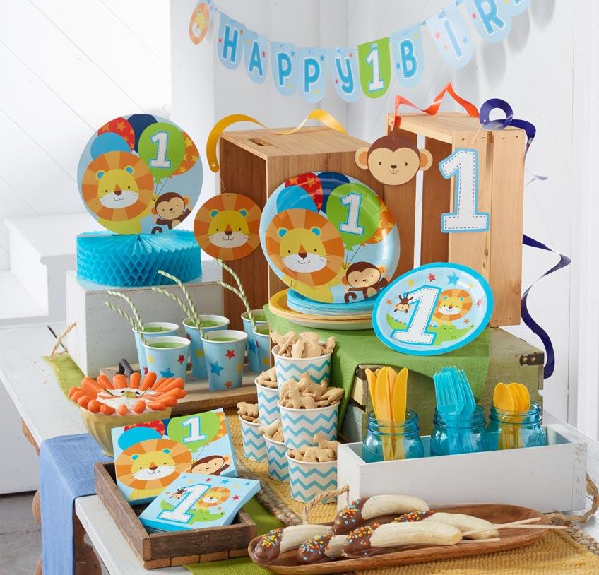 Feier den 1. Geburtstag kleiner Entdecker mit einer Safari-Party