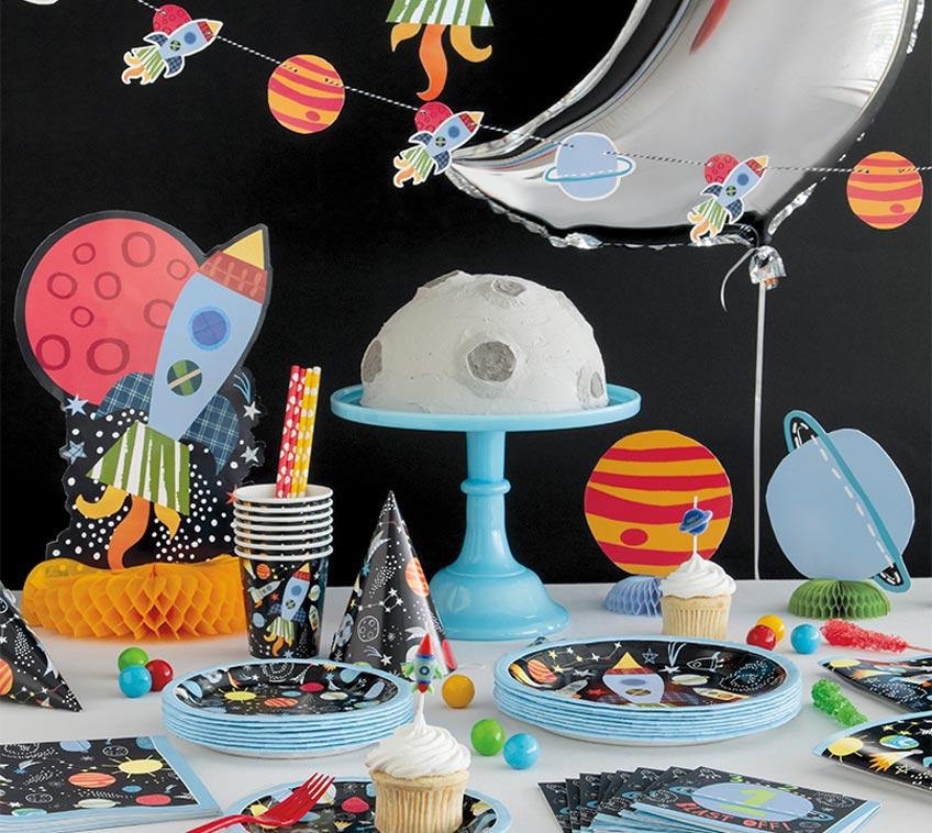 Feier für deinen kleinen Ausreißer einen 1. Geburtstag mit Raketen