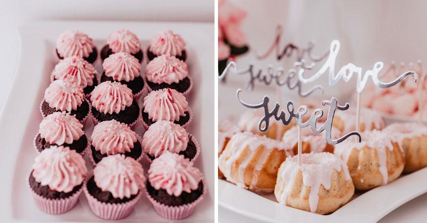 Muffin& Guglhupf mit Topping in Rosa und Weiß und silber glänzenden Picks (c) Anna Fichtner Fotografie
