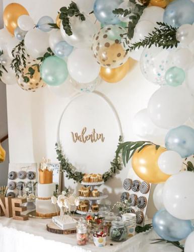 Ballongirlanden sind DIE Dekoidee für Sweet Tables, Geschenketische und Hintergründe © myboys_and_i