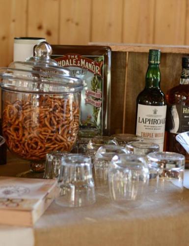 Für den Bald-Papa und seine Kumpels gibt es heute coole Drinks und salzige Snacks