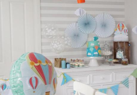 Deko-Idee für den ersten Jungen-Geburtstag - Heißluftballons und Wolken