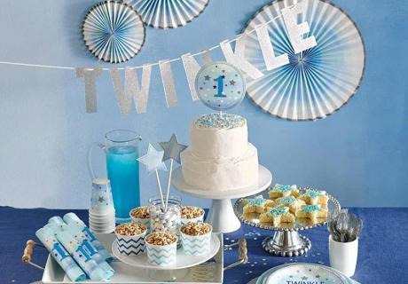 Feiere den 1. Geburtstag deines Sohnes mit Sternen in Blau und funkelndem Silber