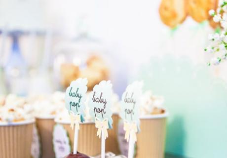 Süße Cake Pops zur Babyparty