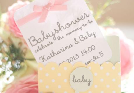 Selbstgebastelte Babyparty Einladungen mit einem kleinen Elefanten von petitehomemade