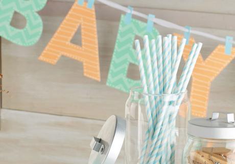 Hübsche Deko für die Jungen-Babyparty in Mint und Orange