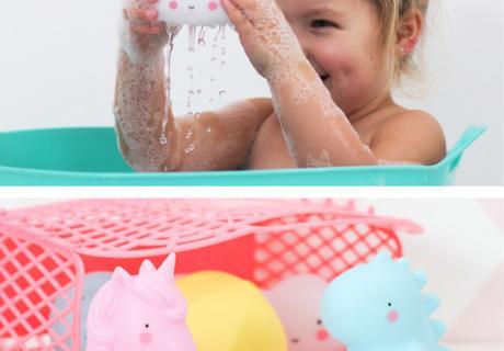 Regentropfen, Schirm, kleine Wolke, Einhorn und Dino - tolle Spielzeuge für die Badewanne