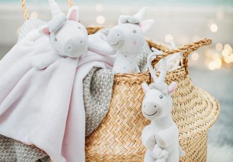 Schön und kuschelig für Baby(zimmer) - Schmusetücher, Stofftiere & Babyrasseln aus Stoff