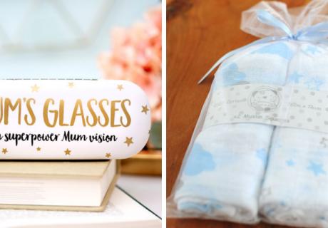 Schenke den frischgebackenen Eltern Praktisches wie Spucktücher und Schönes für die Seele mit Elternbezug