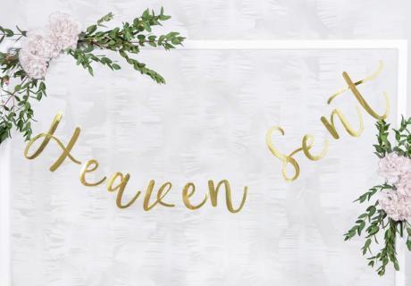 Dekorier deine Taufe mit goldener Heaven-Sent-Girlande