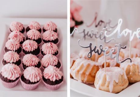 Muffin& Guglhupf mit Topping in Rosa und Weiß und silber glänzenden Picks
