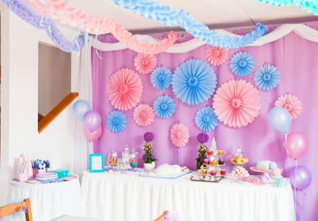 Sweet Table in zarten Pastellfarben