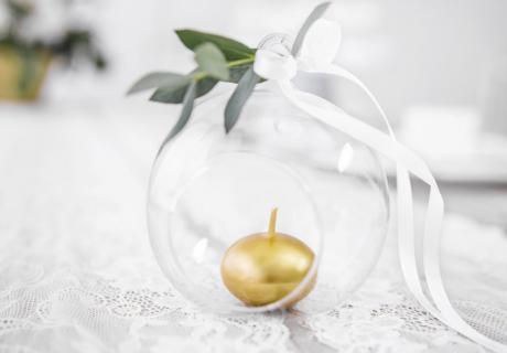 Goldene Kerzen -  wähle ein edles und feierliches Dekor