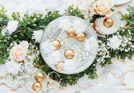 Schwimmende Kerzen sind bezaubernde Wunsch-Boten für die Taufe deines Kindes