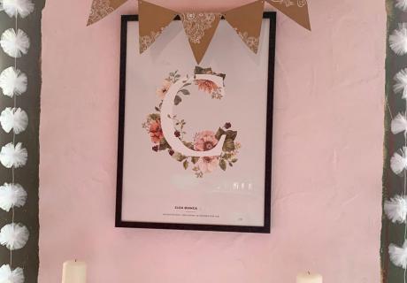 Buchstaben, Blumen, natürliche Materialien - so dekorierst du die Taufe im Vintage-Flair (c) c.loves.c