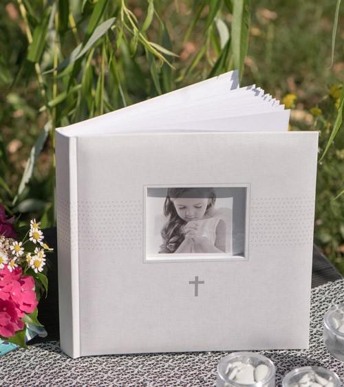 Gästebuch mit Fotofenster und silbernem Kreuz - 24 x 24 cm